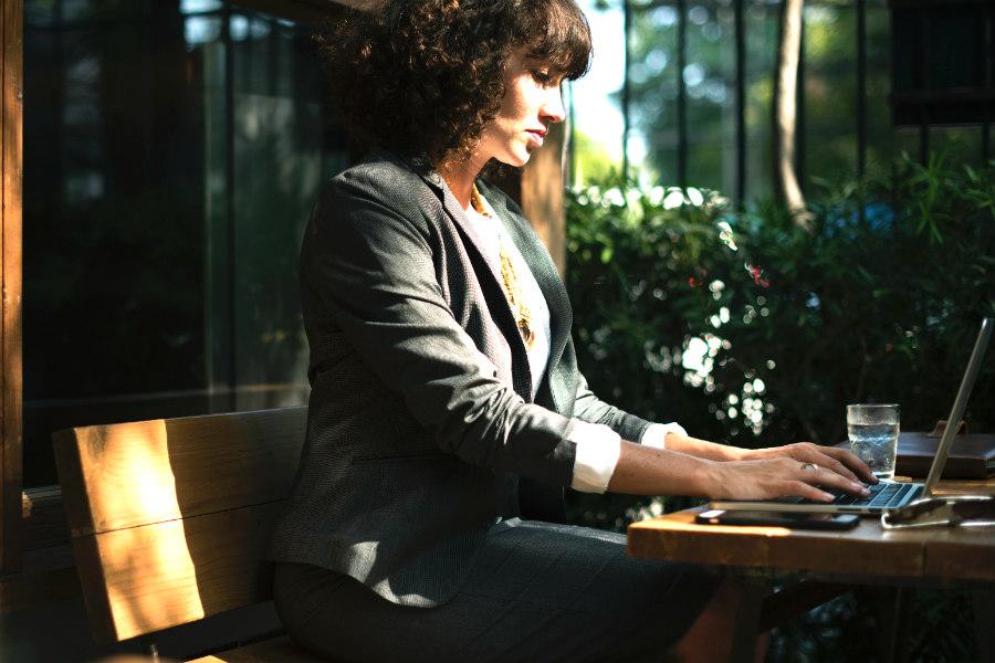 5 dicas essenciais de segurança para mulheres em viagens corporativas