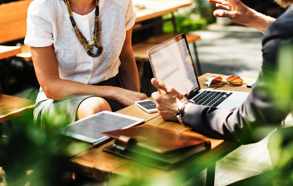 Como economizar no planejamento das viagens de empresas?